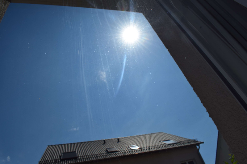 Fenster putzen bei Sonne ist auch streifenfrei möglich.