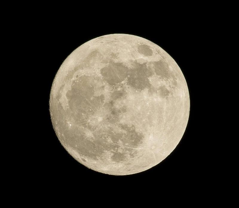 Mond als Darstellung vom Mondkalender Fenster putzen